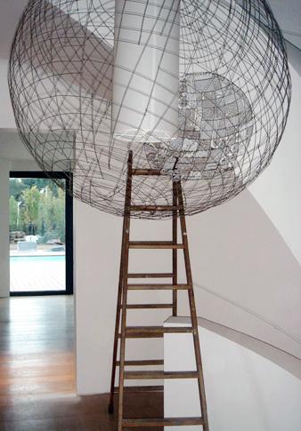 Lustres, bougeoirs, appliques et sculptures de fil de fer dans des ...